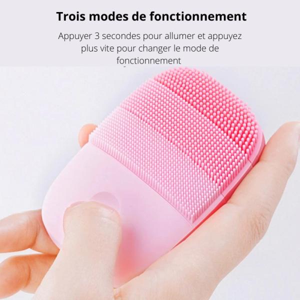 brosse-de-nettoyage-du-visage-rose-claire